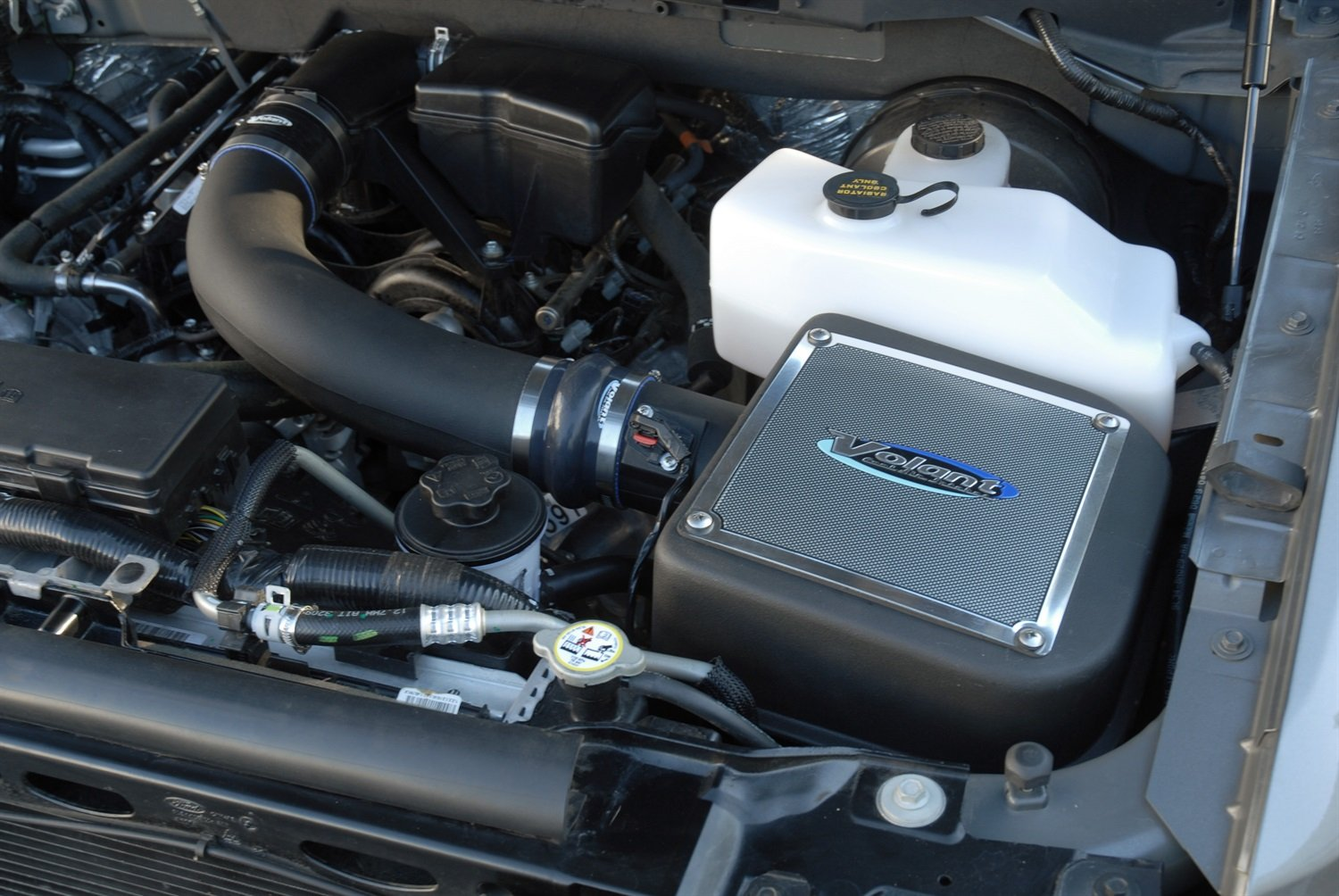 Volant 191546 PowerCore Cool Air Intake by Volant (Image #1)