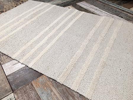 Petit tapis en coton naturel et jute blanc 60/x/90/cm. motifs rayures beige