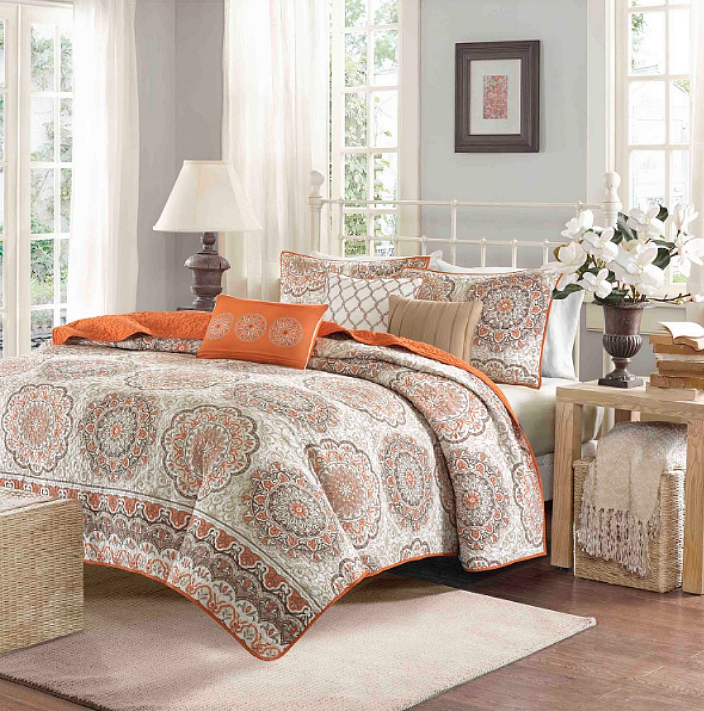 Tahitian Sunset Medallion Queen Quilted Coverlet, Sham and 3 Decorative Toss Pillows (6 Piece Bedding Ensemble)