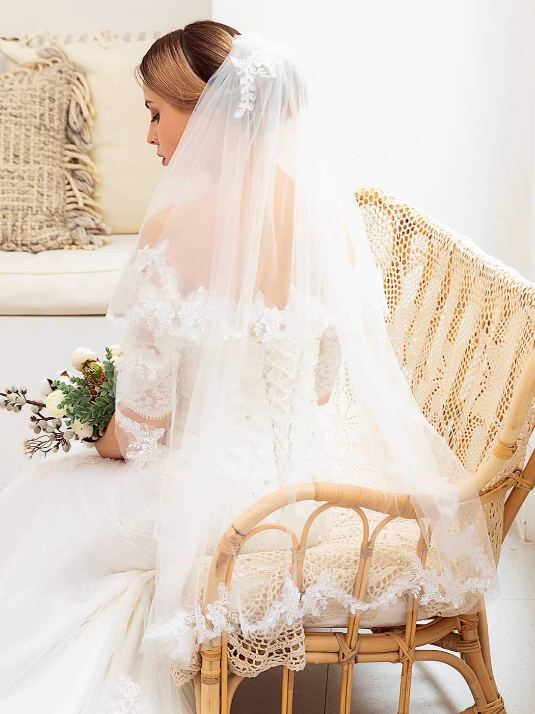Barogirl Bride Wedding Veil Ivory 2 Tier Embroidery Short Bridal Veil Lace with Comb for Women (White)