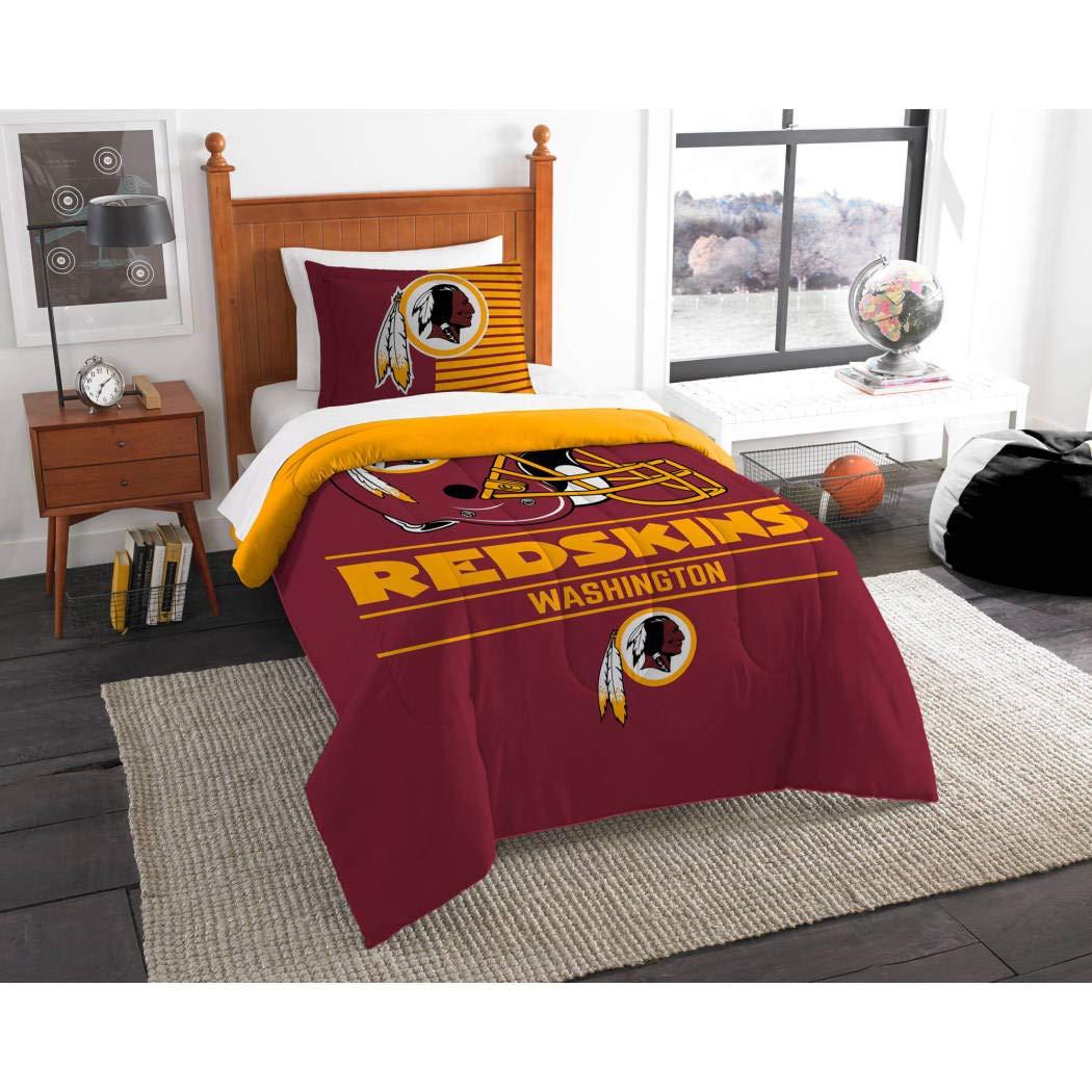 2 Piece NFLワシントンレッドスキンズ掛け布団ツインセット、スポーツパターン寝具、featuringチームロゴ、ファン商品、チームスピリット、フットボールテーマ、National Football League、レッド、イエロー、ユニセックス   B01N5U7OWA
