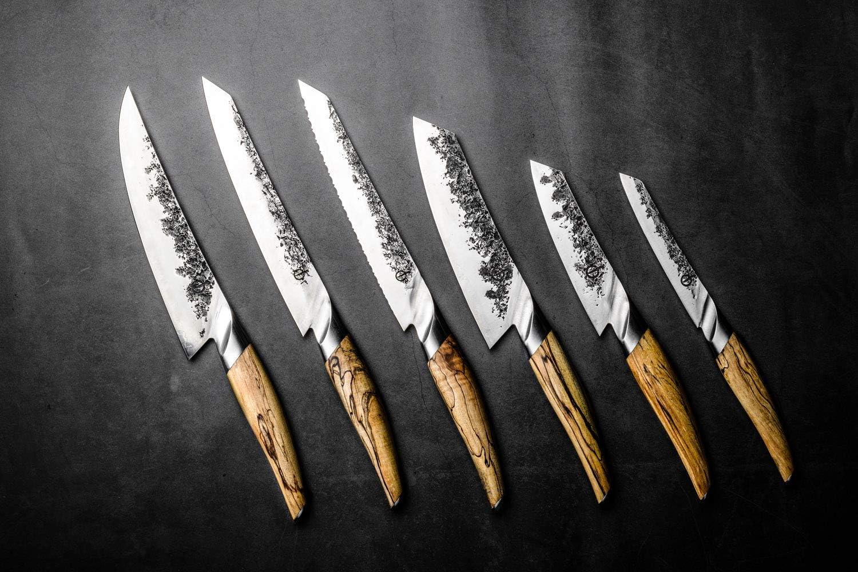 Aus japanischem VG10 Stahl Forged Spickmesser Katai Von Hand in 5 Schichten geschmiedet Verpackt in Einer luxuri/ösen Holzkiste 12cm