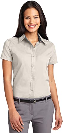 Autoridad Portuaria de la Mujer Camisa de Arrugas