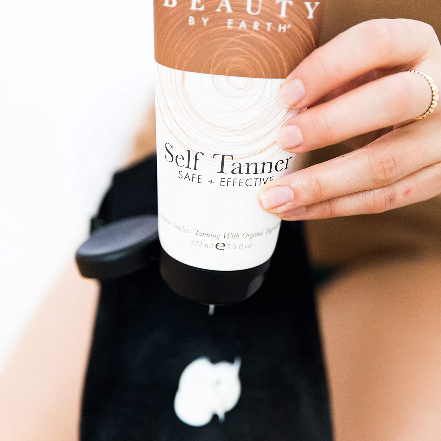 Self-Tanner with Organic Aloe Vera and Shea Butter Tanning Lotion