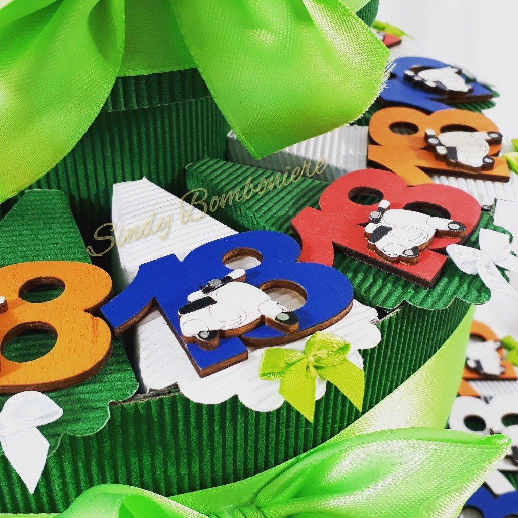 Tarta de 18º cumpleaños con imanes 18de madera multicolor