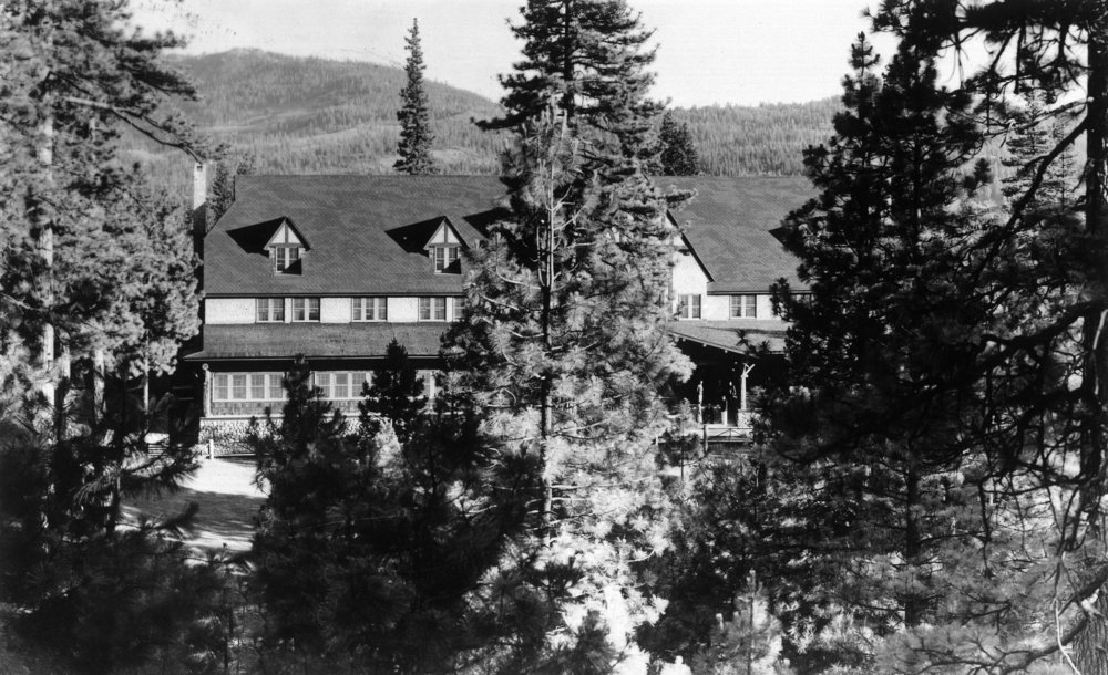 Blairsden、カリフォルニア – Exterior View of the Feather川Inn 24 x 36 Giclee Print LANT-11886-24x36 B017ZJ4VVM  24 x 36 Giclee Print