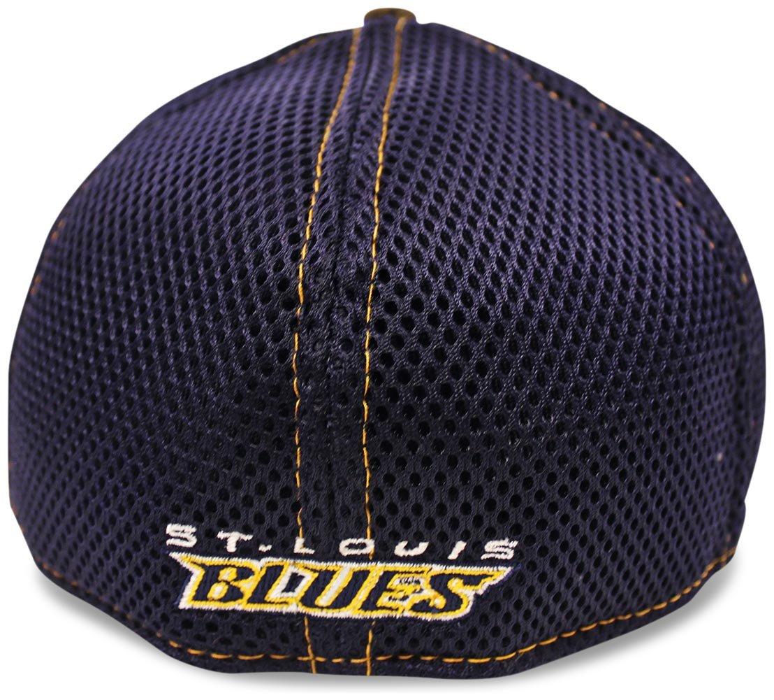 new product 97bdd 06f24 Amazon.com   St. Louis Blues Real Tree Neo 39THIRTY Flex Fit Hat   Cap  Small Medium   Sports   Outdoors