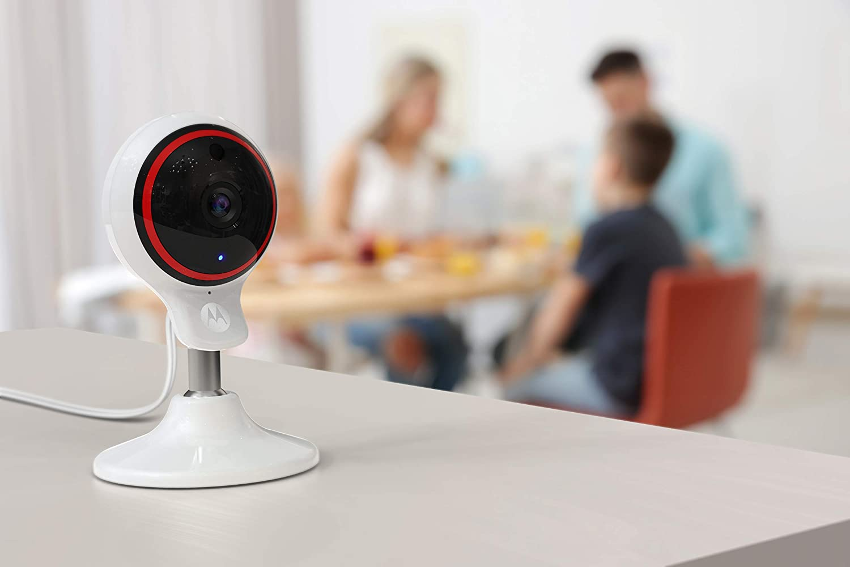 Motorola Focus 71 Blanco C/ámara inal/ámbrica para Interiores Full HD 1080p con inclinaci/ón Manual y Zoom Digital y aplicaci/ón Wi-Fi Hubble conectada para tel/éfonos Inteligentes o tabletas