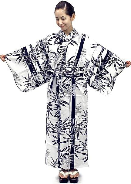 Anna zieht ihren japanischen Kimono aus und beglückt drei Typen