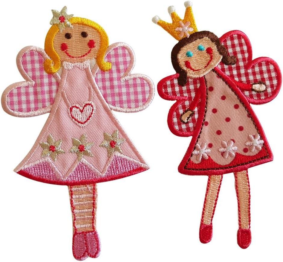 Cuota De Sophie 11X7Cm Cuota De Jilly 11X7Cm Fee Sophie hada, en su versión de tonos rojos, luce una linda sonrisa y pequeños ojos azules Dulce hada sonriente de alas extendidas y color rosa, que repr