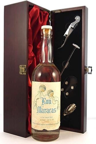 bottling Ron Mararas Fine White Rum en una caja de regalo ...