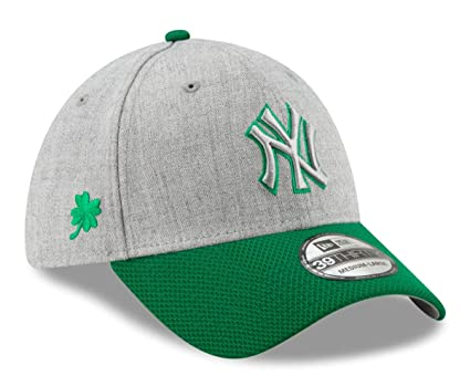 54858a057e08d Amazon.com   New Era New York Yankees MLB 39THIRTY St. Patrick s Change Up  Redux 2