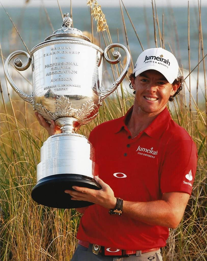 Rory McIlroy Proudly Holds the Rodman Wanamaker Trophy後Winning the PGA Championship写真画像  16\
