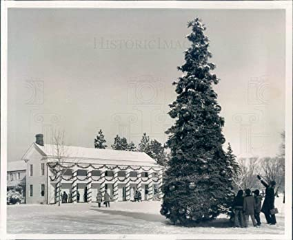 Greenfield Village Christmas.Amazon Com 1977 Press Photo Dearborn Mi Christmas Tree At