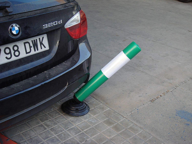 1- Pilona Pilona de polietileno flexible en color verde con 1 tira reflectante y base de caucho