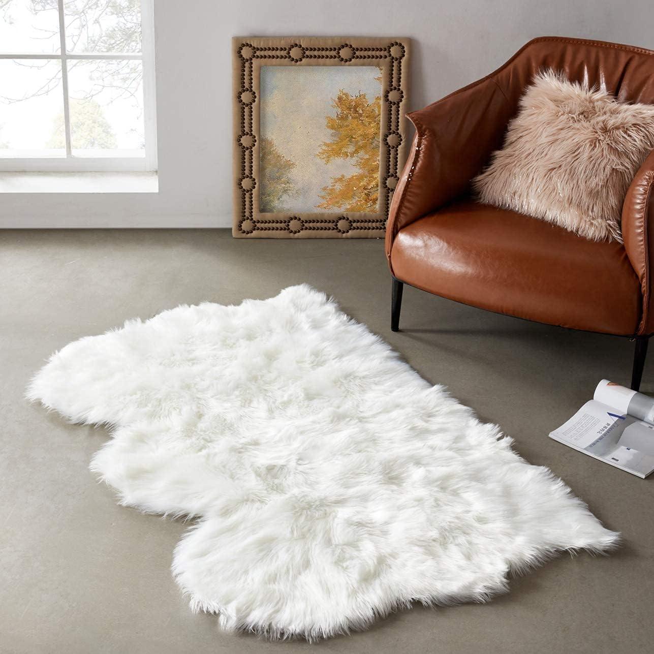LEEVAN Plush Sheepskin Style Throw Rug Faux Fur Elegant Chic Style Cozy Shaggy Round Rug Floor Mat Area Rugs Home Decorator Super Soft Carpets Kids Play Rug (3 ft x 5 ft Sheepskin, White)