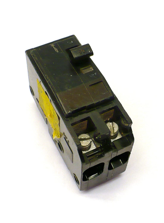 SCHNEIDER ELECTRIC Miniature Circuit Breaker 120//240-Volt 90-Amp QO290
