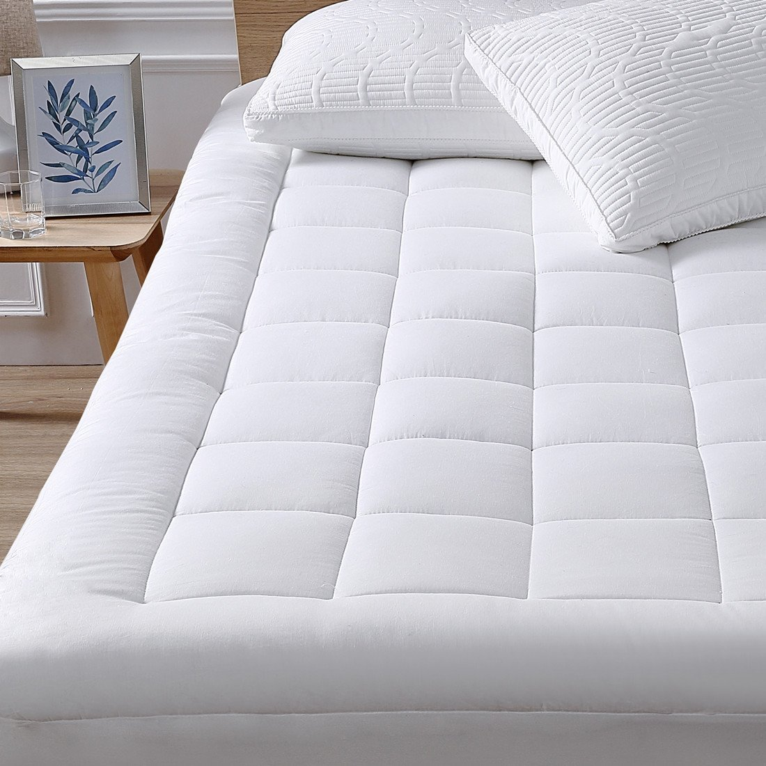Oaskys Mattress Pad Cover Cotton Top with Stretches to 18'' Deep Pocket Fits Up to 8''-21'' Cooling White Bed Topper (Down Alternative, king size)