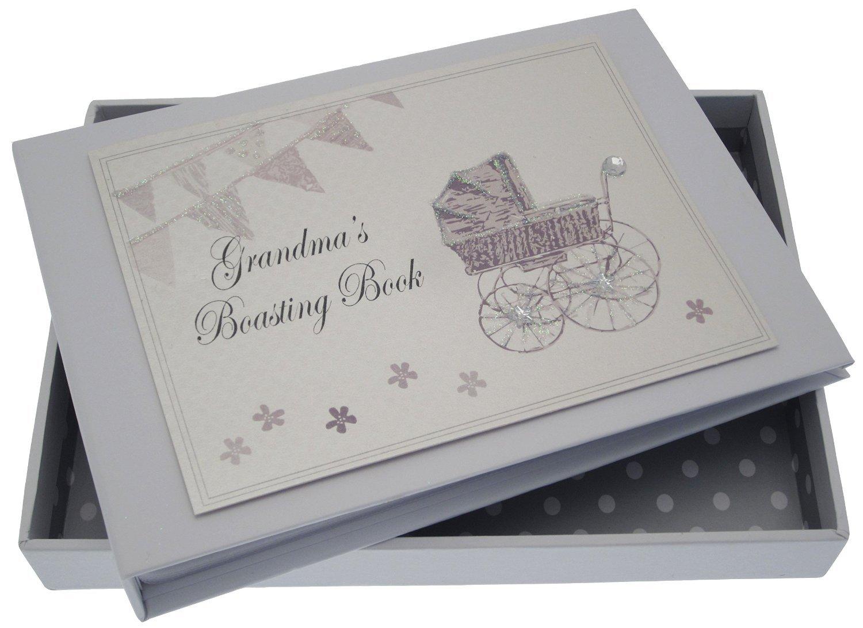 White Cotton Cards Inscription Grandma's Boasting Book Album (Silver Landau et fanions) PRS3
