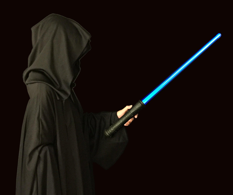 Espada luminosa Galaxy ICE - Esta espada DELUXE AZUL se ilumina en color azul brillante y emite un auténtico zumbido al encenderla y apagarla. Ofrece mayor durabilidad y viene con un envoltorio de regalo listo para usar. Espada azul luminosa product image