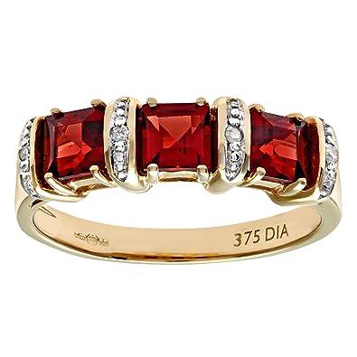 Bague Femme en or jaune et pierre rouge élégant, chaud et classique.