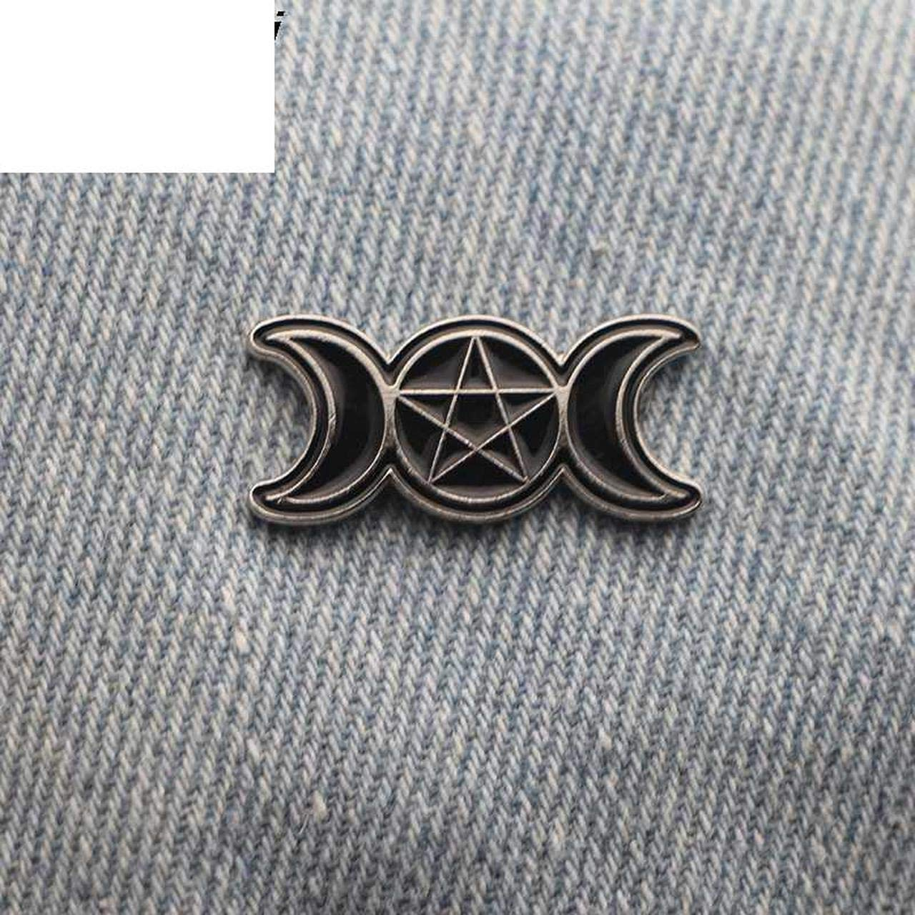 P2254Triple Moon Goddess Wicca Pentagram Magic Amulet Metal Enamel Badge Emblem Brooch Pin Corsage Pins Jewelry for Gifts