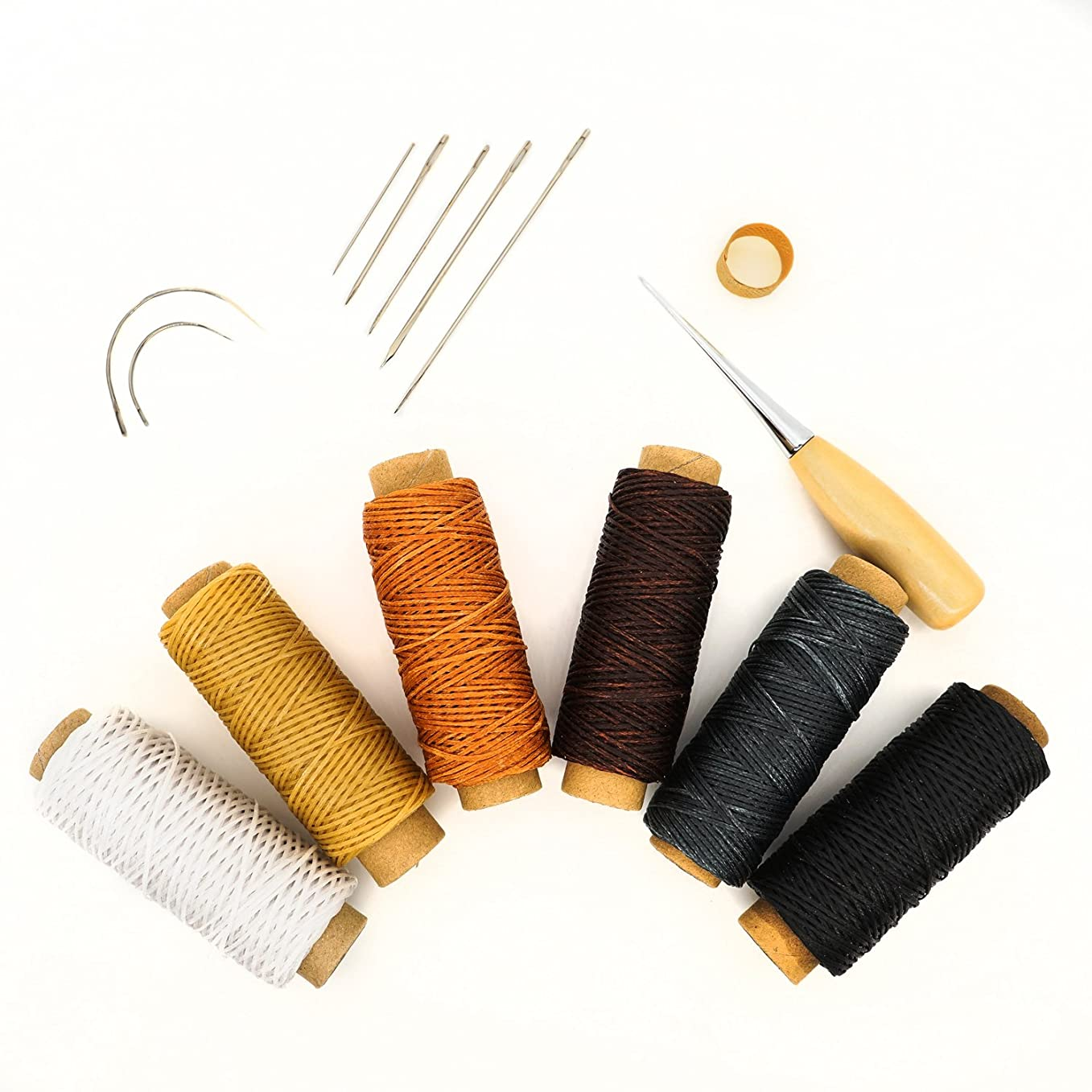 ステープルで出来ているトチの実の木クラフト社 革工具 手縫いロウビキ糸 細 白 8640-01