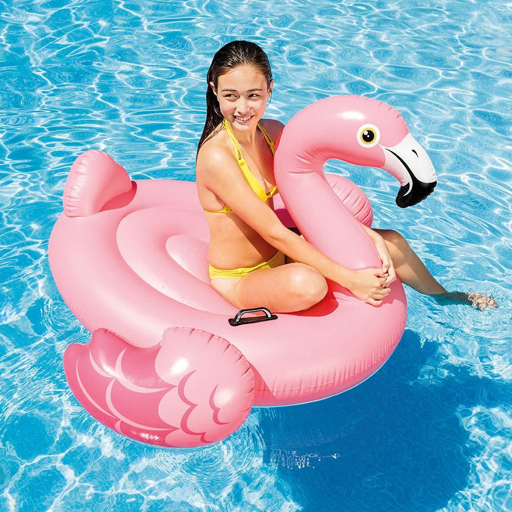 Luftmatratzen-wasser-spaß-mit-flamingo-luftmatratze