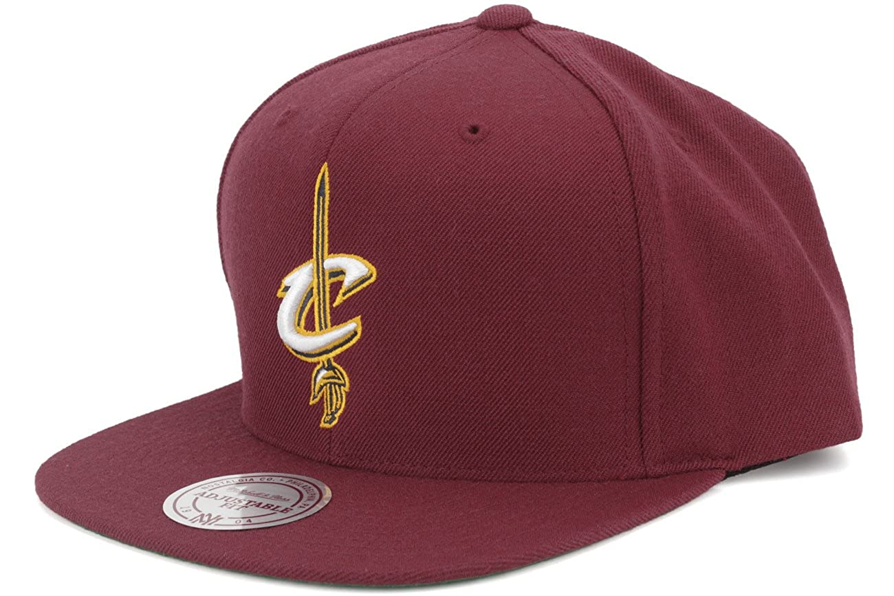 buy popular 76ce5 68103 Amazon.com   Mitchell   Ness Cleveland Cavaliers Basic Logo Snapback Hat in  Maroon   Clothing