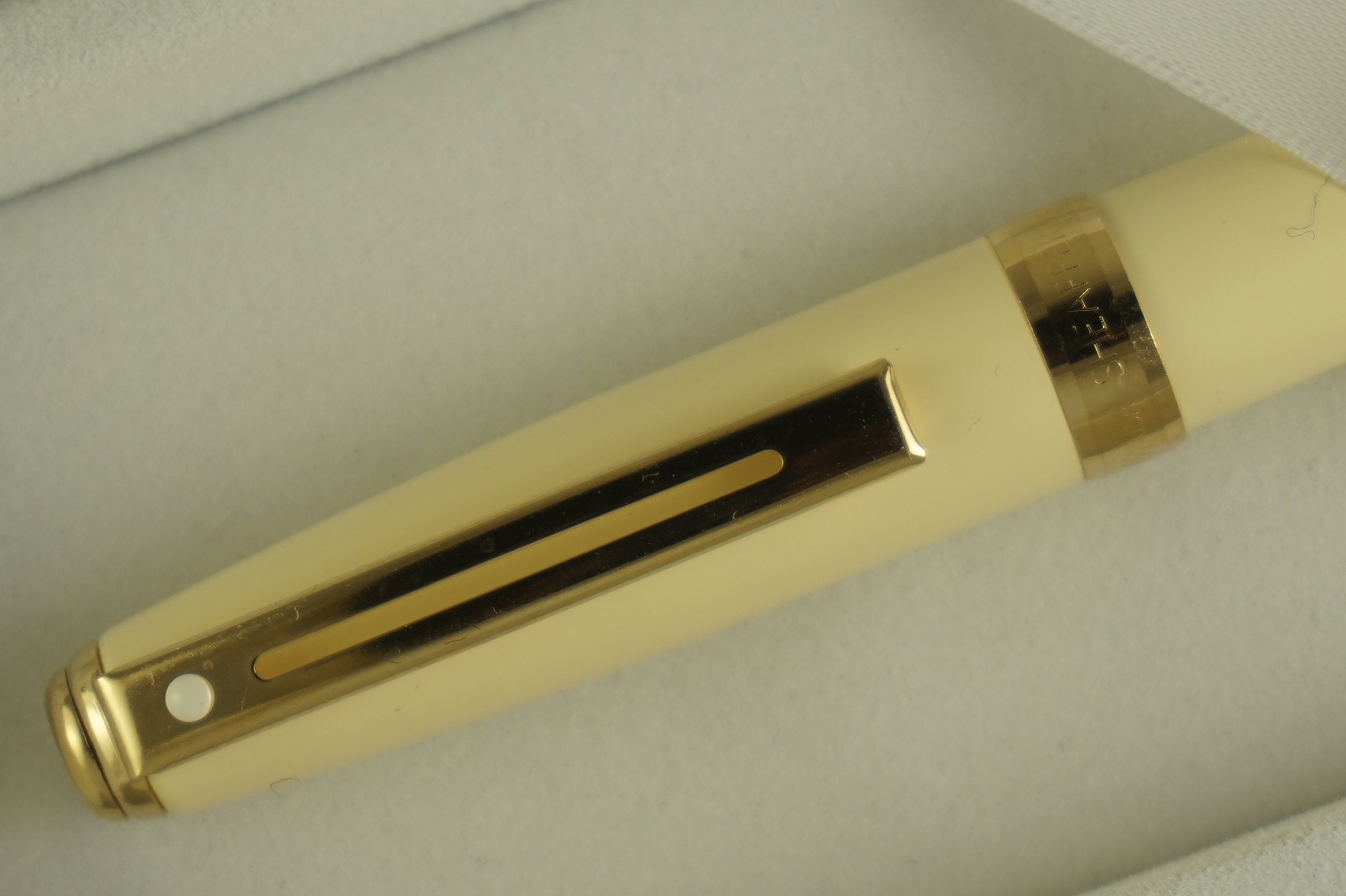Cross Sheaffer Made in the USA Prelude Signature Ivory White and 22KT Gold Appointments Ballpoint Pen and matching Sheaffer Journal. Great Valentine , Graduation , birthday and wedding gift