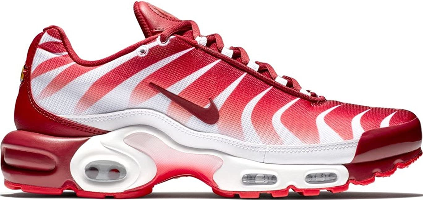 separation shoes 5c02c f7552 Amazon.com   Nike Air Max Plus TN SE   Speed red   AQ0237-101 Men s Size 10  US   Athletic
