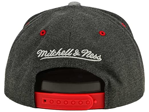 Mitchell And Ness Chicago Bulls Snapback Cap at Amazon Men s ... 9b1af60ebf29