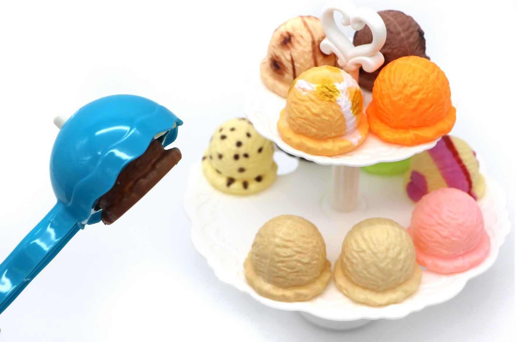 Ice Cream Tower – specifically designed for preschoolers build a long steady ice cream tower inserting each colorfully flavored ice cream topping, piling up with a scoop, do not let it tumble