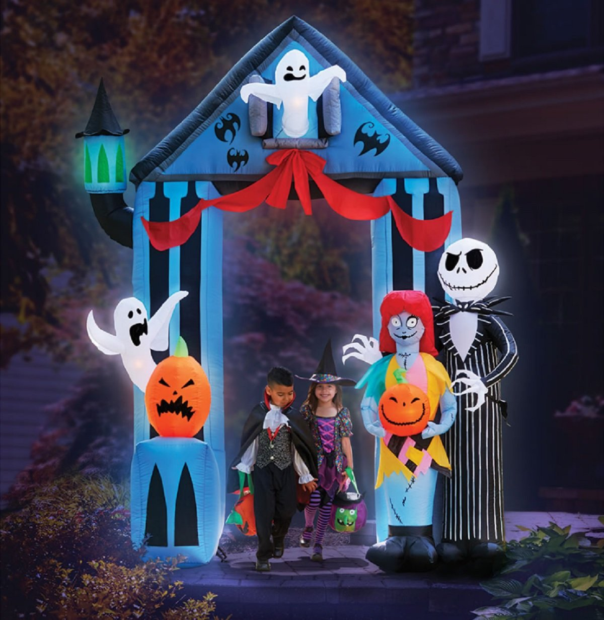 amazoncom halloween 9 nightmare before christmas archway with jack skellington sally claws airblown inflatable yard decor by gemmy patio - Inflatable Halloween Yard Decorations