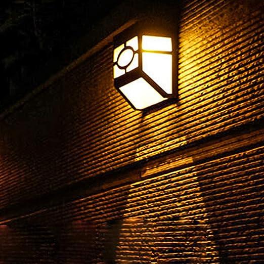 AINI HENNI LED Solar Luces De La Cerca,Sensor De Movimiento Impermeable Luces De Jardín Funciona con Energía Solar para Valla Pared Exterior Patio Patio Escaleras Césped Garaje Camino (Paquete De 2): Amazon.es:
