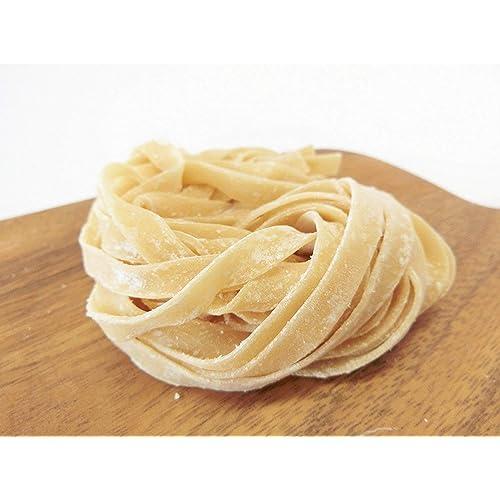 ダイエットの強い味方になってくれそうな「蒟蒻効果」。小麦原料に加えてコンニャク芋由来のグルコマンナンが配合され、カロリー・糖質25%オフを実現。グルコマンナンが水を吸って膨らむため、本製品80gで100gの小麦100%のパスタと同じ重量にゆであがります。食べる量を変えずに摂取カロリーを抑えることができるので、ダイエットを始めたばかりの方も取り入れやすい。