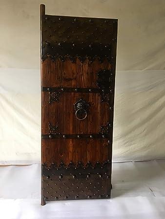 Puerta medieval de antiguo de los derechos de las puertas de ...