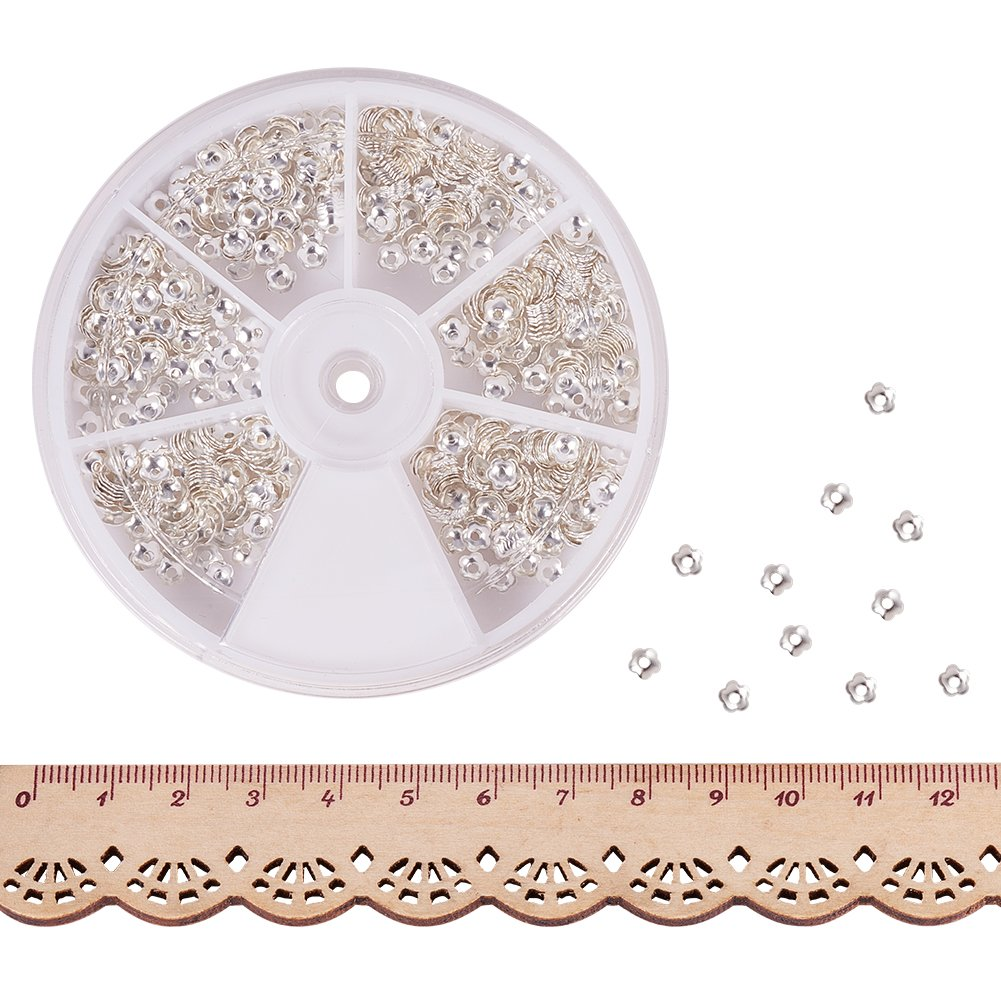 Foro: 1.2mm Circa 850pcs // Box PandaHall Elite 1 Scatola 850PCS Perline Coppette Copriperla in Ottone per Creare Gioielli Fai da Te Forma Fiore Argento Circa 4 mm di Diametro