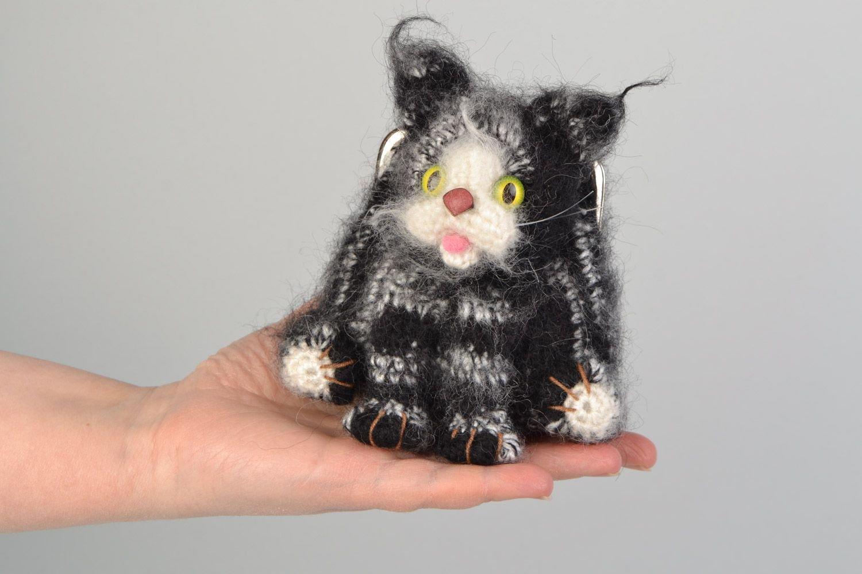 Monedero tejido a ganchillo con forma de gato blanquinegro ...
