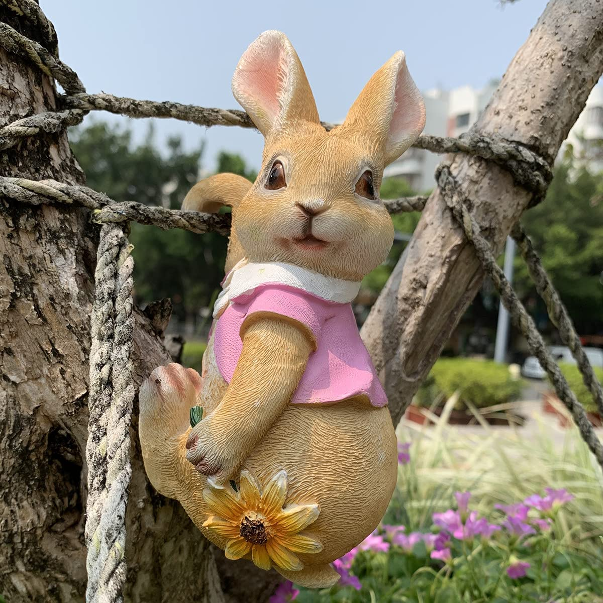 iRonrain Mini Garden Statues Hanging Bunny, Indoor Outdoor Decorations Cute Rabbit Art Décor Figurine Ornament for Yard Home Garden Patio and Office (Pink)