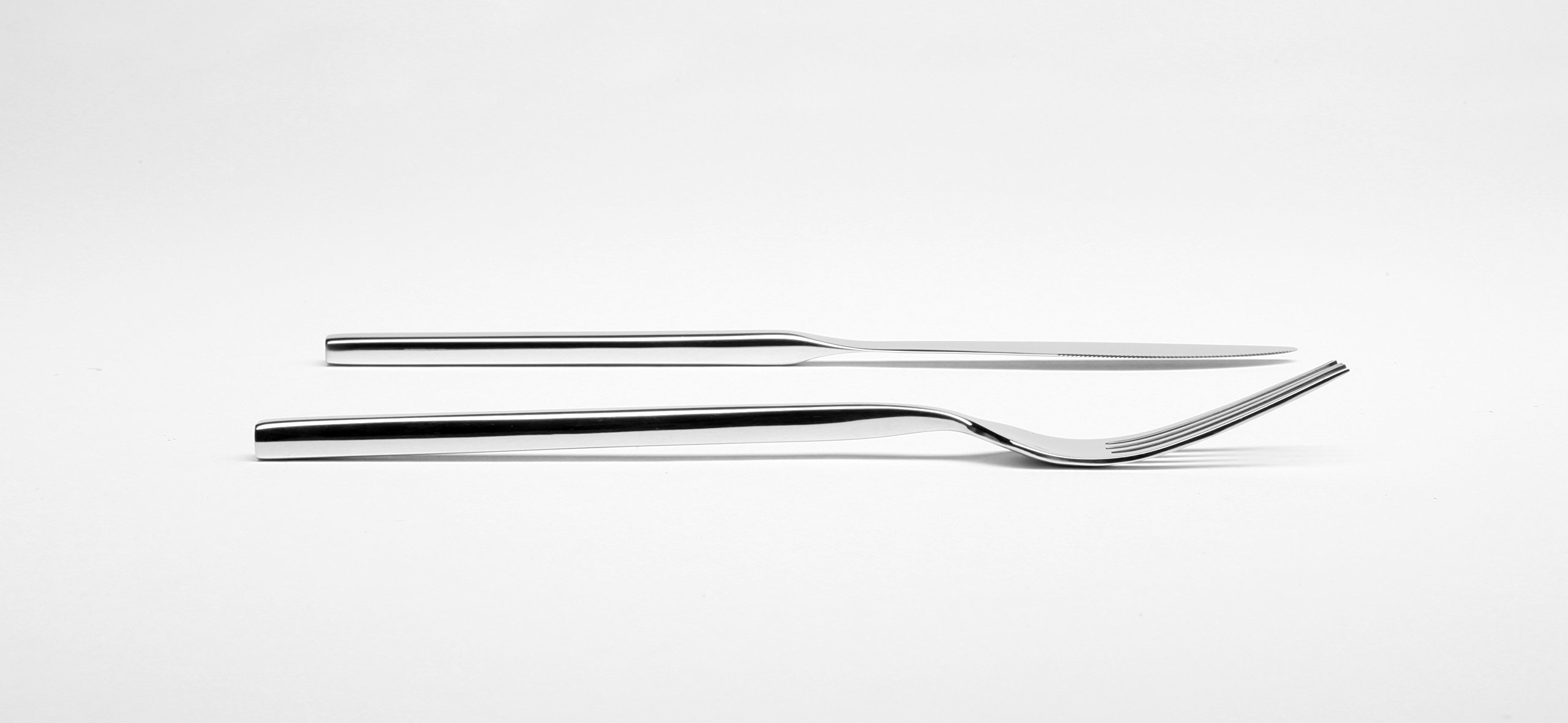Fortessa Arezzo 18/10 Stainless Steel Flatware, 5 Piece Place Setting, Service for 1, Polished Stainless - 5 piece set includes: Table Fork, Salad/dessert Fork, Table knife, dessert/Soup Spoon, Coffee/ tea Spoon; features heft, Weight and balance in hand 18/10 stainless steel: greater resistance to stains and rust, superior shine; polished handles, edges and Fork tines for long wearing use Arezzo pattern: square handles and stylishly modern profile; bold statement for everyday, special occasions; full size, bold Weight - kitchen-tabletop, kitchen-dining-room, flatware - 71TTsttWSWL -