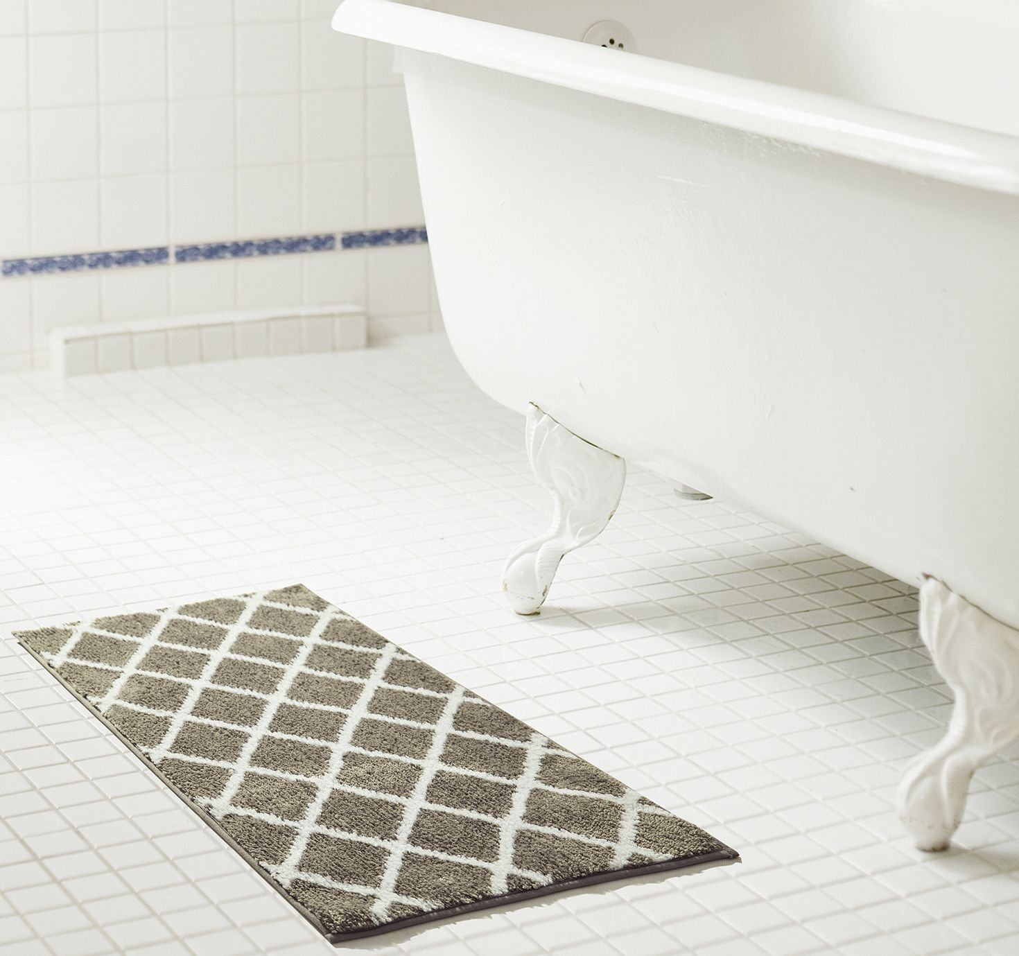 RT Designers Collection Chester Jacquard 20 x 32 in Microfiber Bath Mat in Chocolate Ramallah Trading Company RGC02319
