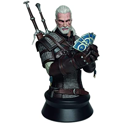 Dark Horse Deluxe Geralt Playing Gwent Bust Toy: Toys & Games