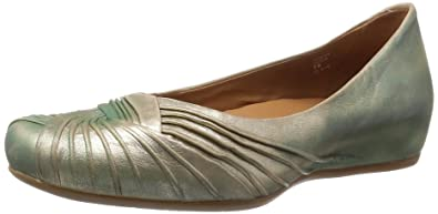 Earthies Women's Vanya Gold Distressed Leather Flat 7.5 M