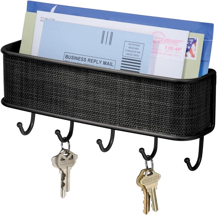 iDesign Cuelga llaves con estante, pequeño llavero de pared de metal y plástico, portacartas con 5 ganchos para llaves, correas de perro, notas y correo, negro