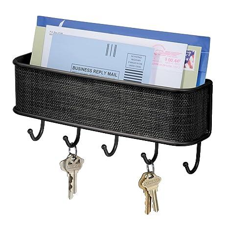 iDesign Cuelga llaves con estante, pequeño llavero de pared de metal y plástico, portacartas con 5 ganchos para llaves, correas de perro, notas y ...