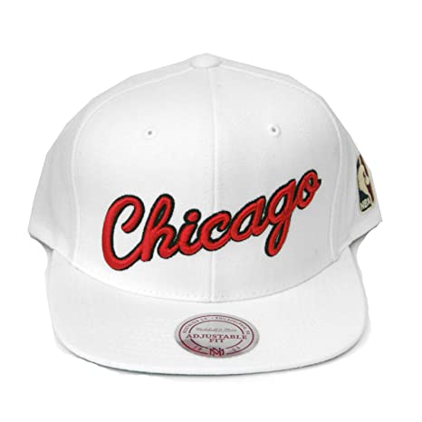 3971b1cdafd Amazon.com   Mitchell Ness NBA Chicago Bulls Script White Red Snapback Hat    Sports   Outdoors