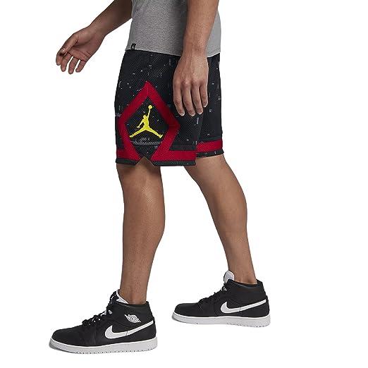 a6bbe2ee13e8c Jordan Pantaloncini Sportswear Last Shot Diamond Mesh nero rosso giallo  formato  XXL (XX-Large)  Amazon.it  Abbigliamento