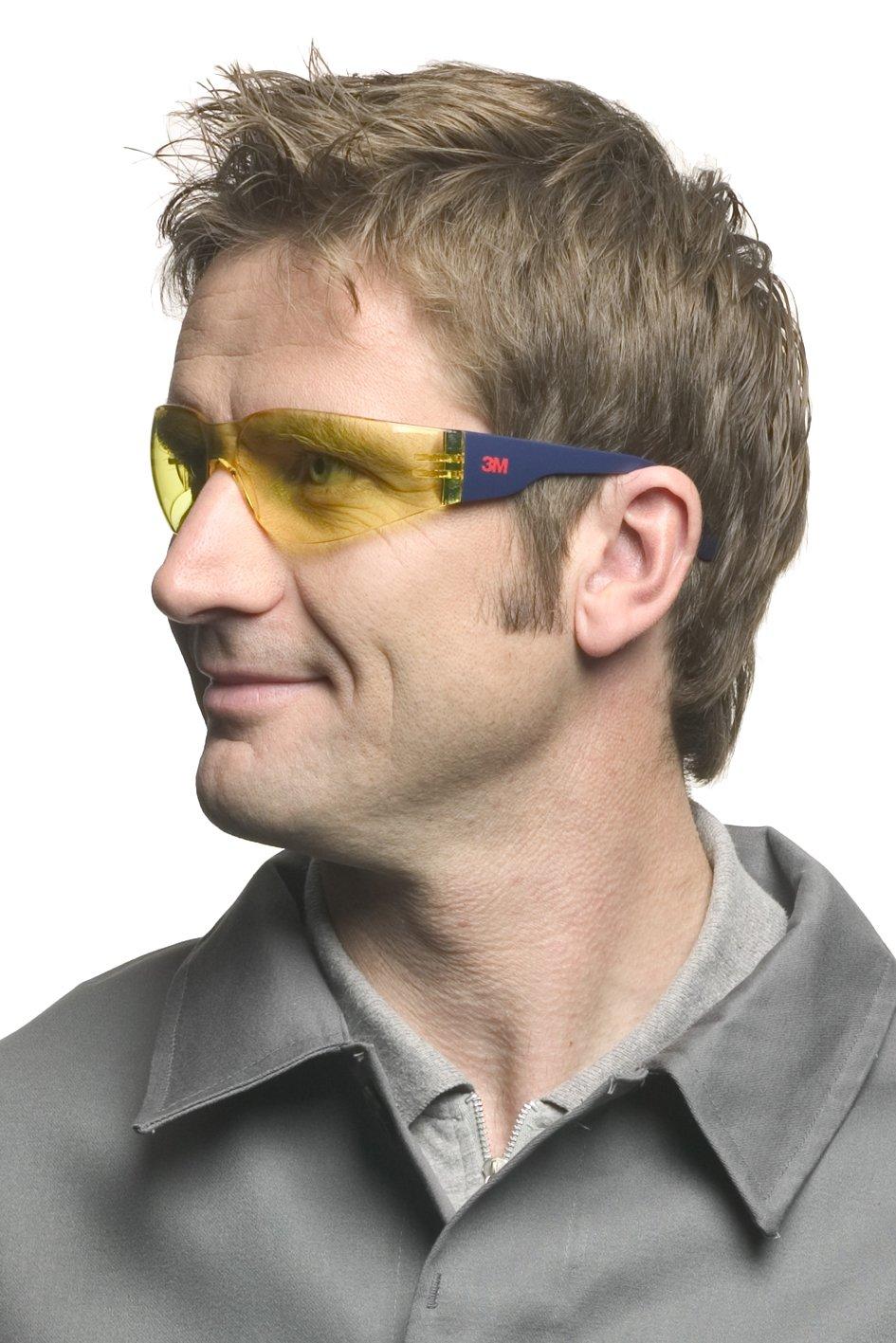 Gafas transparentes de seguridad con lentes amarillas y extremadamente ligeras y confortables.