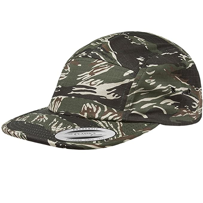 e0ece05240cf9 Flexfit Yupoong 7005 Classic Jockey Cap (Tiger Camo)  Amazon.ca  Clothing    Accessories